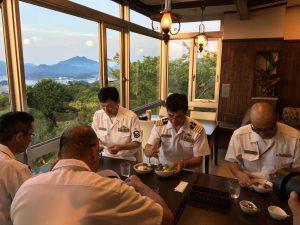 護衛艦「みょうこう」艦長によるカフェnanakoでの試食